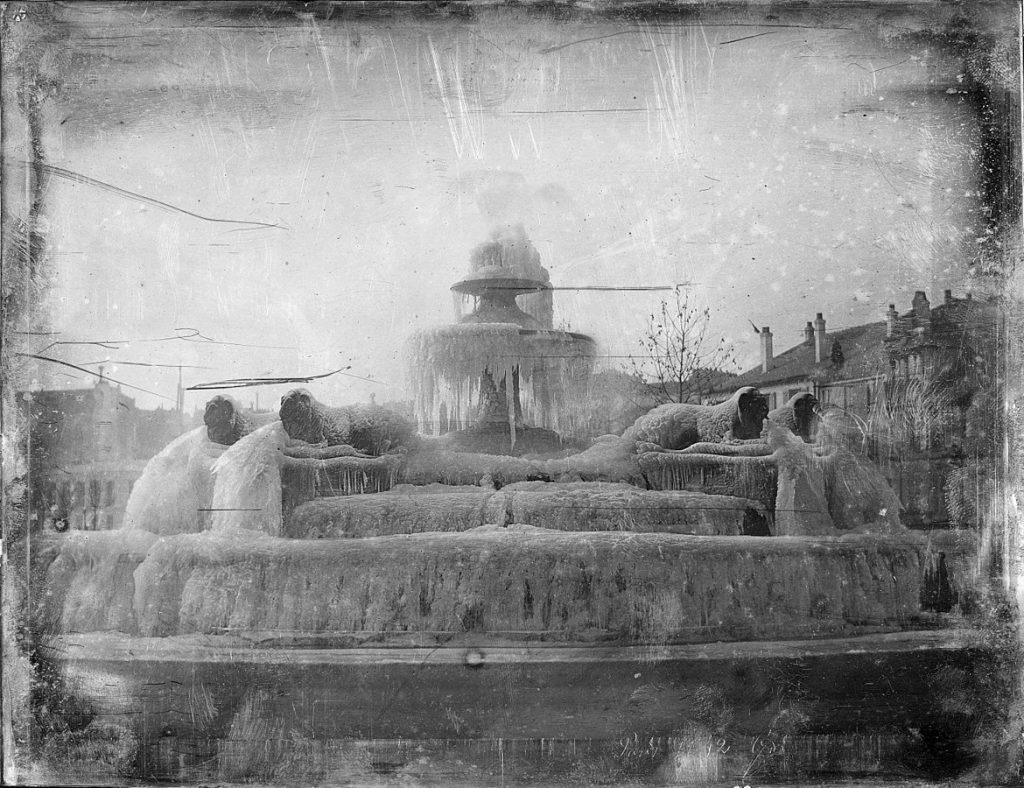 Joseph-Philibert Girault de Prangey (1804–1892), Fontaine du Château-d'eau pétrifiée par le gel,1842