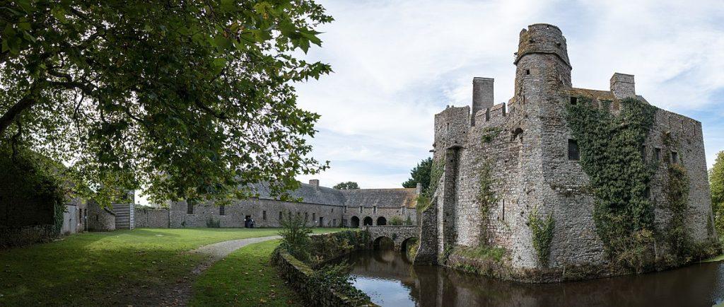 Vue panoramique du château. Crédits photos : Brady Brenot CC BY-SA 4.0. Source: Wikicommons.