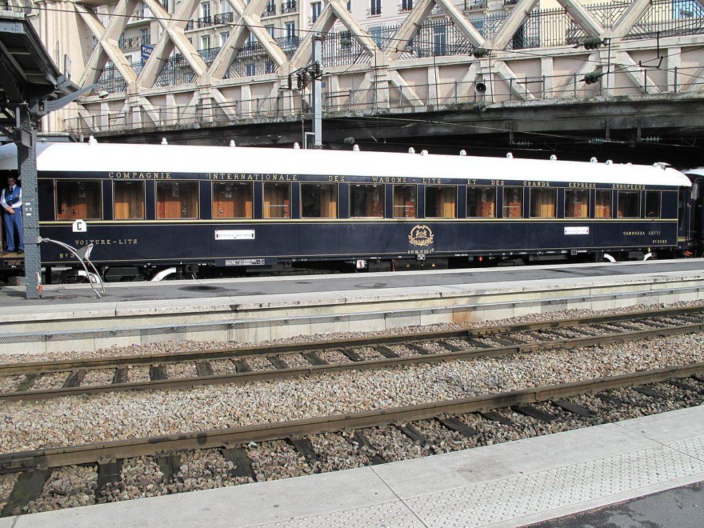 Voiture-lits de l'Orient-Express, gare de l'Est, Paris, photographie de Tangopaso (2009)