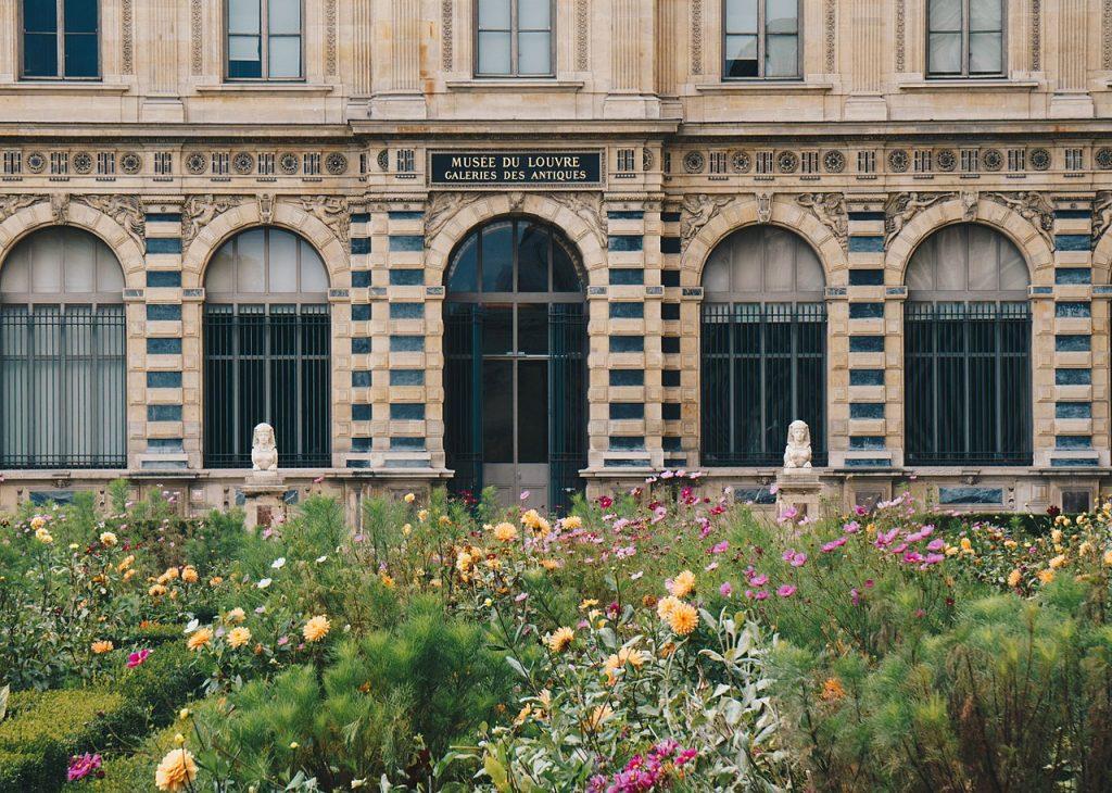Jardin de l'Infante devant le Palais du Louvre. Crédits photos : bslax28 CC BY-SA 3.0. Source: Wikicommons.