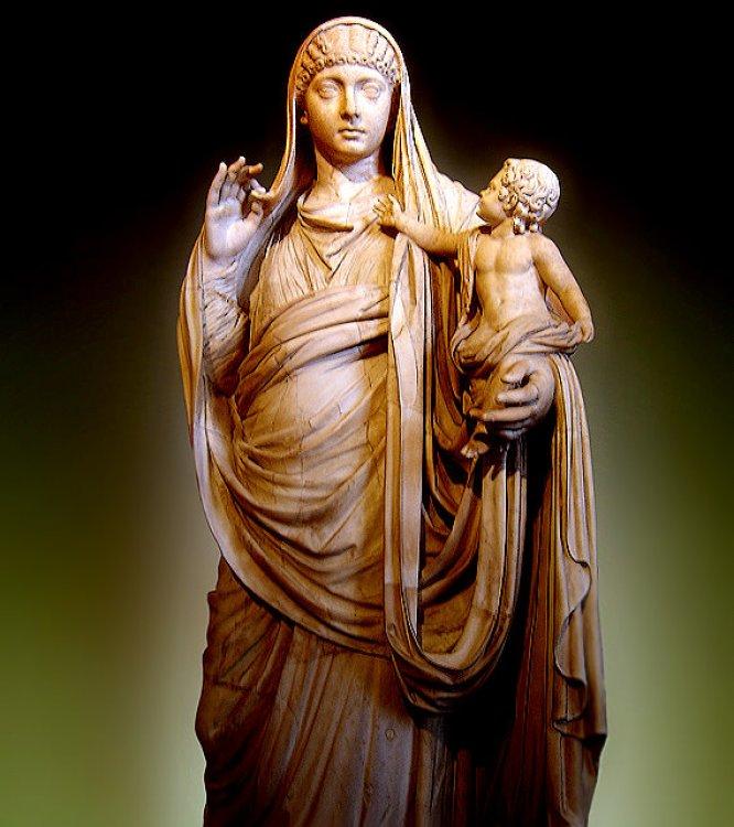 Messaline portant Britannicus. Marbre, vers 45 ap. J.-C. Inspiré de la célèbre statue de Céphisodote La Paix portant Ploutos enfant. Musée du Louvre.