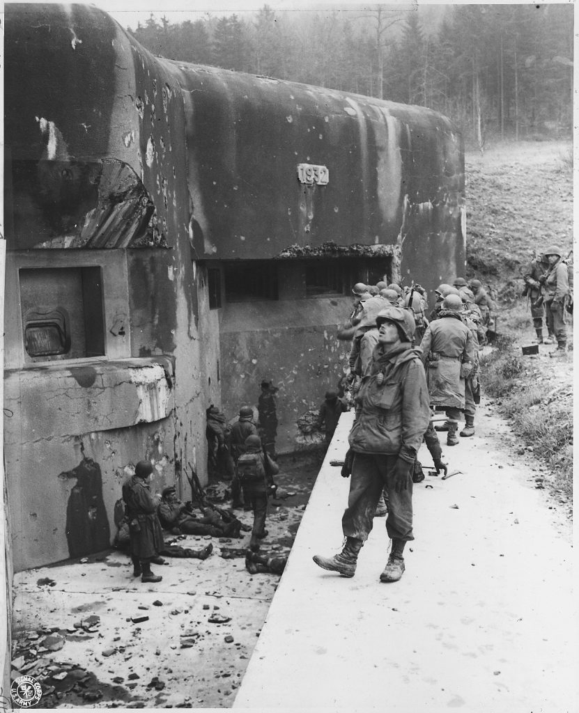 American_soldiers_at_the_Maginot_Line_-_NARA_-_292568