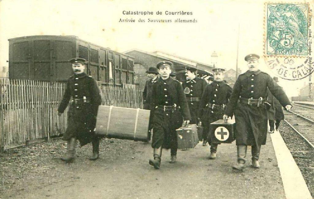 L'arrivée des sauveteurs allemands, photographie d'époque.