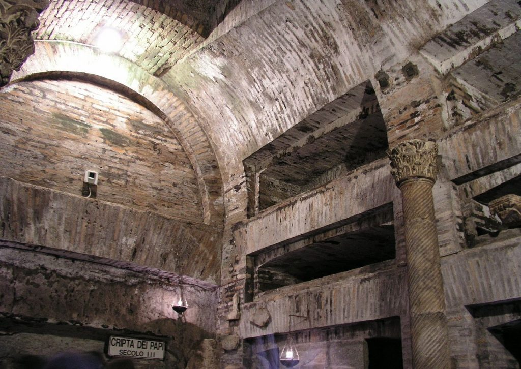 Catacombe de Saint-Calixte, crypte des papes. Crédits photo : Dnalor 01, licence CC BY-SA 3.0. Source : Wikicommons.