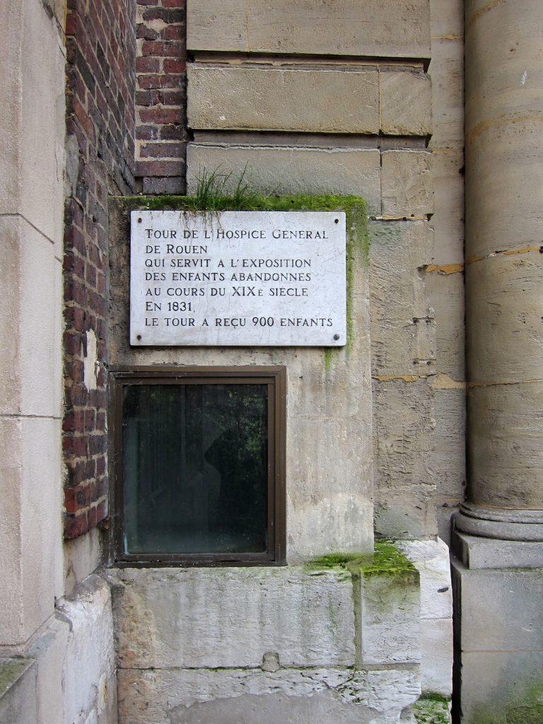 Le tour d'abandon de l'hospice général de Rouen, ouvert en 1813 et fermé en 1862. Licence Creative Commons CC BY-SA 3.0. Crédits photographiques : Velvet.