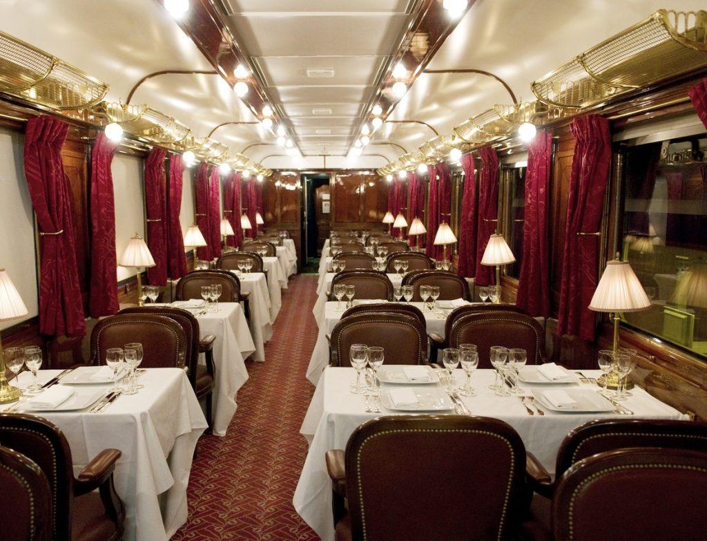 Vue du Restaurant Anatolie de l'Orient Express SNCF, photographie Didiaszerman, Creative Commons.